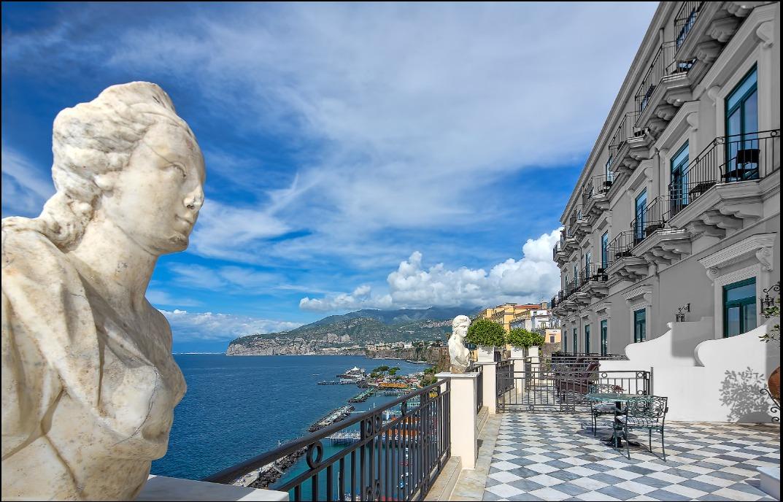Vista mare sul Golfo di Napoli dalla Suite Lord Astor, Bellevue Syrene Sorrento.
